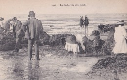 Carte Vers 1910  La Recherche Des Moules - Fischerei