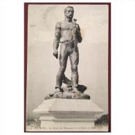 Bourges  La Statue Du Monument De La Défense De 1870 1871  156  LL - Bourges