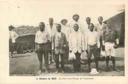 CAMEROUN  MISSION DU MBO  LE PERE ET UN GROUPE DE CATECHISTES - Camerún