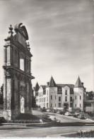 FORGES-LES-EAUX : La Façade Des Carmélites Et Le Grand Hôtel Du Parc - Forges Les Eaux
