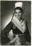 La Bretagne - Jeune Fille De PLOUGASTEL-DAOULAS (Finistère) - Coiffe Et Costume - Non écrite - 2 Scans - Plougastel-Daoulas