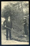 Cpa Du 29 Costumes Du Conquet -- Une Leçon De Jardinage   NOV15 36 - Le Conquet