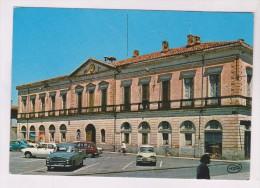 CPM DPT 32 L ISLE JOURDAIN, L HOTEL DE VILLE - Otros Municipios
