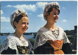 Bretagne En Couleurs - Golfe Du Morbihan Jeunes Filles En Costume De L´île Aux Moines - écrite Non Timbrée 2 Scan - Ile Aux Moines