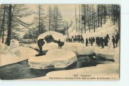 Chasseurs Alpins - Nos Alpins En Marche D' Hiver Dans La Vallée De La Clairée - Superbe Plan Animé - 2 Scans - Régiments