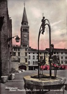 """03026 """"(VENEZIA) PORTOGRUARO - PIAZZA MARTIRI DELLA LIBERTA' E POZZO MONUMENTALE""""  CART. NON SPED. - Venezia (Venice)"""
