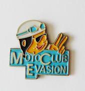 Pin's Moto Club évasion - PC - Pin's