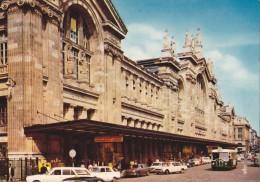 CPM Paris La Gare Du Nord - Voitures, Car - Animée - Estaciones Sin Trenes