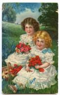 Fillettes Robe Blanche Bouquet De Roses à La Main Assises Dans Un Pré - CPA Embossée - écrite Timbre Enlevé - 2 Scans - Scènes & Paysages