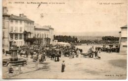 43. Brioude. La Place Du Postel, Un Jour De Marché. Coisn émoussés - Brioude