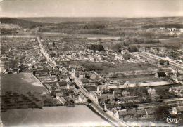 CPSM - ACQUIGNY (27) - Vue Aérienne Du Bourg Et De La Gare En 1950 / 60 - Acquigny