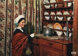 CPSM : Costumes D'Occitanie : Jeune Fille En Tenue Des Dimanches Vers 1870 - France