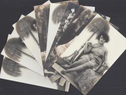 THEMES -  PETIT LOT DE HUIT CARTES POSTALES - JEUNE FEMMES LEGEREMENT VETUES - COUPLES - - Vintage Romance < 1960