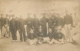 CARTE PHOTO GROUPE DE SOLDATS EN MANOEUVRE - Manovre