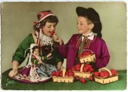 La Bretagne - Petits Enfants En Costume De PLOUGASTEL-DAOULAS - Barquettes Fraises Poupée - écrite Et Timbrée - 2 Scans - Plougastel-Daoulas