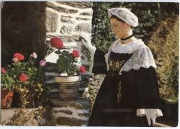Costume Du Morbihan - Jeune Fille De PENVINS - Presqu´île De RHUYS - écrite Et Timbrée - 2 Scans - France