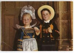 La Bretagne En Couleurs - Enfants En Costume De La Région De CONCARNEAU - écrite Et Timbrée - 2 Scans - Costumes