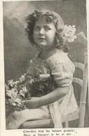 ENFANTS - LITTLE GIRL - MAEDCHEN - Jolie Carte Fantaisie Fillette  Sur Une Chaise Cheveux Bouclés - Portretten