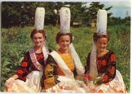 Folklore De Bretagne - Jeunes Filles En Costume BIGOUDEN - Coife Bigoudène - écrite Non Timbrée - 2 Scans - France