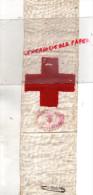 CROIX ROUGE - GUERRE 1939-1945- BRASSARD AVEC CACHET UNION DES FEMMES DE FRANCE - ET SON EPINGLE - Ecussons Tissu