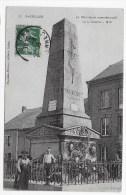 BAZEILLES EN 1908 - N° 57 - LE MONUMENT COMMEMORATIF DE LA BATAILLE DE 1870 AVEC PERSONNAGES - CPA VOYAGEE - Frankreich