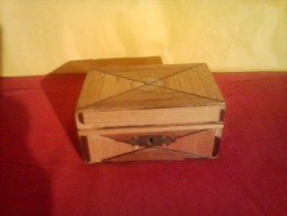 §§A VOIR VINTAGE§§ BOITE EN BOIS BEAU MOTIF MARQUETTERIE PAILLE - Boxes