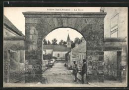 CPA Villiers-Saint-Frederic, La Porte - France