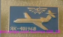 Soviet Airplane Yak-40 / Soviet Badge _099_0055_09 - Avions
