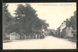 CPA Les Aix-d'Angillon, Entrée Du Jardin Public, Personnes - Les Aix-d'Angillon