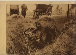 Grote Foto  27 X 20 Cm Franse Soldaat Helpt Gewonde Kameraad In Loopgraaf - Guerre 1914-18
