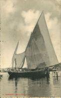 N°45793 -cpa Venezia -barque De Pêche- - Fishing Boats