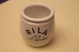 Lot De 2 Pots à Yaourt En Grès : Marque Rila Et Danone. - Autres Collections