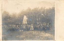 CPA PHOTO. Entrée Du Camp. VIEDENBORSTEL. Monument, Soldats. - Parchim