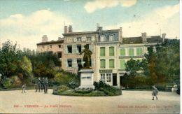 N°45805 -cpa Verdun -la Place Chevert- - Verdun