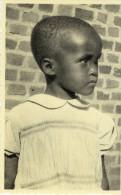 CPA (afrique)  MURAMBA - RUANDA  Orphelina  NOEL  Songeuse - Rwanda