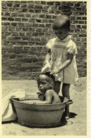CPA (afrique)  MURAMBA - RUANDA  Orphelinat  NOEL   Jouer A Petite Maman - Rwanda