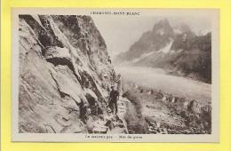 Chamonix (Haute Savoie 74) CPA Le Mauvais  Pas Et La Mer De Glace Peu Commune - Chamonix-Mont-Blanc