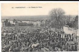 @ CPA LE CHAMPS DE FOIRE ANIMAUX DE LA FERME VACHE S. BOEUF S. TAUREAU PARTHENAY 79 - Foires