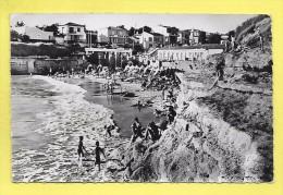 CPSM Env ROYAN LE CHAY La Plage A L´heure Du Bain 1960 ( Superbe Oblitération Et Flamme ) - Zonder Classificatie