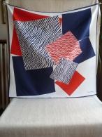 Foulard Pierre Cardin Bleu Blanc Rouge Figure Géométrique Striée . Voir Les Photos. - Foulards