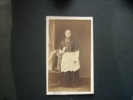 Photo CDV Pierre Petit à Paris Place Cadet - Portrait D'un Prêtre En Pied, Curé Circa 1865 L234 - Photos