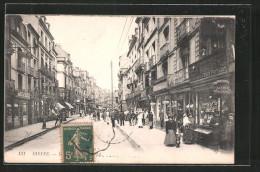 CPA Dieppe, Vue De La Rue Avec Commercesn - Dieppe