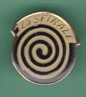 47719- Pin's.La Spirale Est Une Cave Au Coeur De La Vieille-ville De Fribourg - Città