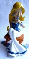 RARE FIGURINE En RESINE Du PARC ASTERIX - FALBALA SUR SON BANC 2003 - Asterix & Obelix