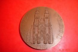 Médaille Ville De Tours .Bronze Monnaie De Paris 1969 Signée J.L Cadarat.170 Grs,dia:7 Cms. - Otros