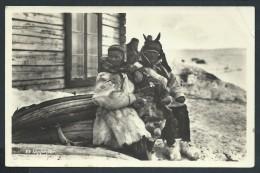 NORVEGE - HAMMERFEST- Habitants Devant Leur Maison En 1934 - Voir Scans - Lot P14009 - Norway