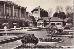 """CPSM - MONTDIDIER (80) - Colonie De Vacances De La SNCF - """"les Trois Doms"""" - Les Terrasses - Montdidier"""