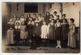 TUNIS TUNISIE - PHOTO DE CLASSE DE JEUNES FILLES - 1917 - CARTE PHOTO - Schools