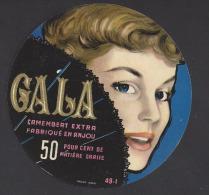 Etiquette De Fromage Camembert  -  Gala  -   ( Laiterie De Grez Neuville)  (49 I)  -  THème Femme Eventail - Cheese