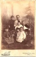 ETATS UNIS ILLINOIS PHOTO TRES ANCIENNE DE WHEATON ILL PHOTOGRAPHE MILLS LA FAMILLE 5 ENFANTS - Personnes Anonymes
